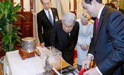 Món quà Chủ tịch nước tặng Nhà vua và Hoàng hậu Nhật Bản