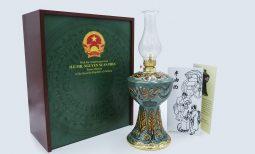 Hình ảnh đầy đủ vật phẩm đèn Hoa Kỳ tặng tổng thống Mỹ DONALD TRUMP của thủ tướng NGUYỄN XUÂN PHÚC